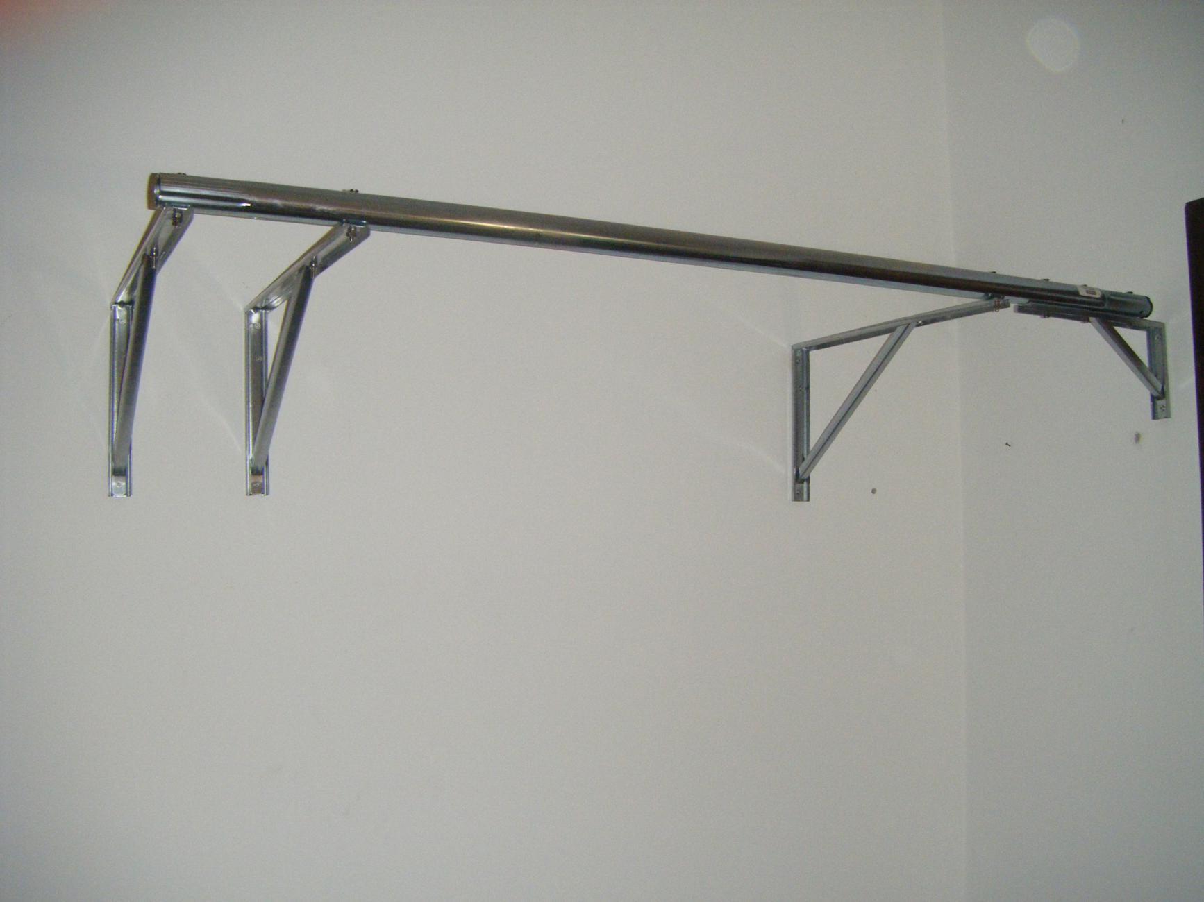 Barra per trazioni fai da te low cost da usare in casa - Ikea appendiabiti da muro ...